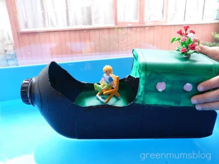 confecção de brinquedos com material reciclável