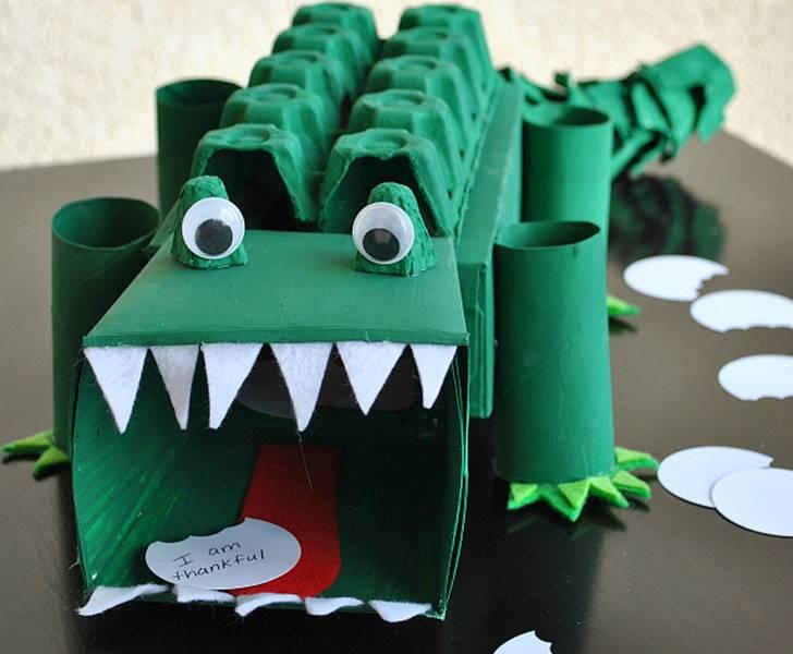 Brinquedos Reciclados Como Fazer Passo A Passo on Halloween Recycled Bottle Monster