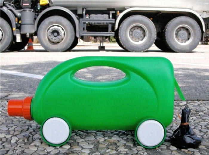 brinquedos de materiais reciclados