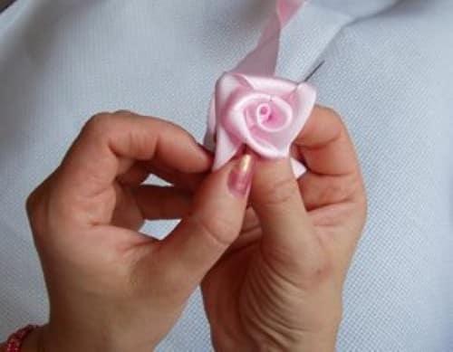 Цветы своими руками из атласных лент пошагово