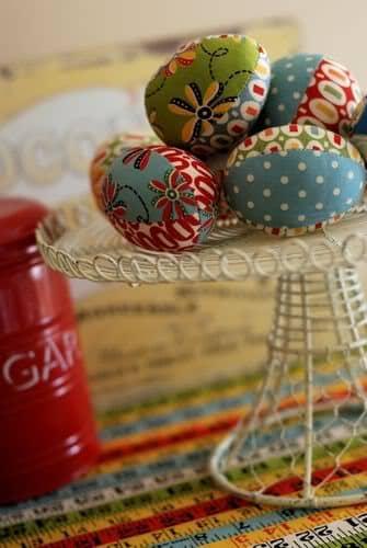 Ovo de páscoa colorido de tecido (Foto:Divulgação)