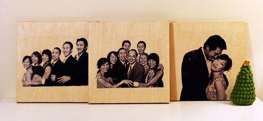 O retrato na madeira para dar para sua mãe é presente mais do que especial e com certeza agradará em cheio (Foto: Divulgação)