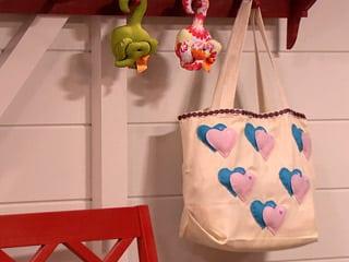 A ecobag com estampa de coração é também ótima opção para presentear (Foto: Divulgação)