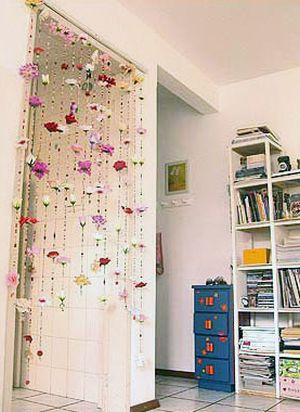 A cortina de miçanga além de ser um lindo objeto de decoração ainda é capaz de alegrar todo o ambiente, caso você faça um modelo com cores bem intensas e vibrantes (Foto: Divulgação)