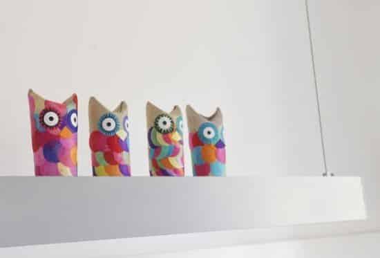 A coruja com rolo de papel pode tanto ser um brinquedo quanto um objeto de decoração (Foto: Divulgação)