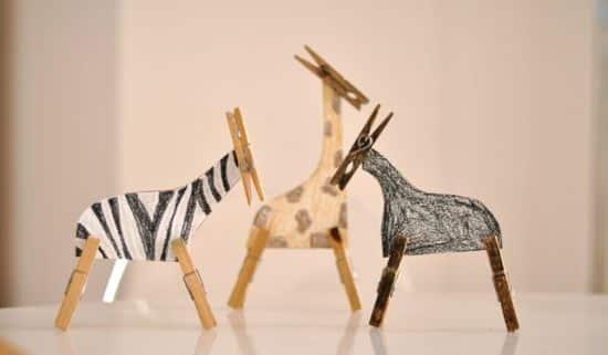 Brinquedo de papel desperta o interesse das crianças tanto quanto um brinquedo moderno e tecnológico (Foto: Divulgação)