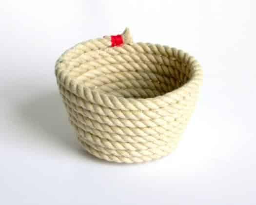 Este artesanato com cordas garantirá decoração renovada para seus ambientes e momentos de descontração enquanto você o confecciona (Foto: Divulgação)