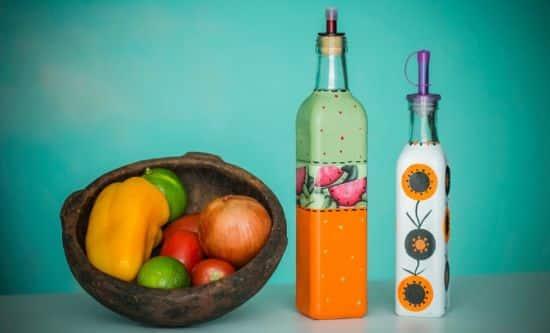 Pintura em garrafa garante visual novo para sua decoração, além de ser sustentável (Foto: Divulgação)