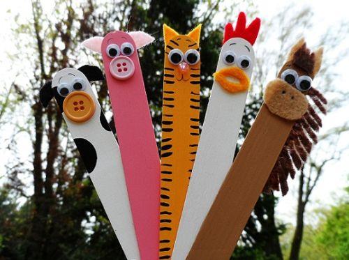 Este artesanato com palitos de madeira que resulta em lindos bichinhos agradará em cheio as crianças (Foto: Divulgação)
