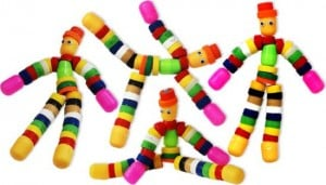 Este boneco de tampinhas de garrafa é muito fácil de ser feito (Foto: Divulgação)