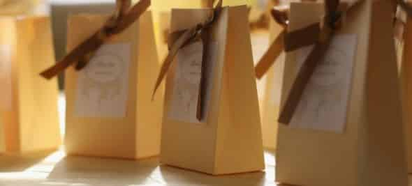 Esta sacolinha de papel para lembrancinha pode ser usada em várias situações (Foto: Divulgação)