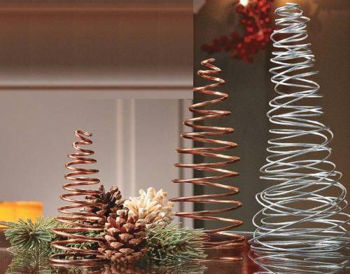 Esta árvore de Natal com arame deixará qualquer espaço de sua casa muito mais sofisticado (Foto: Divulgação)