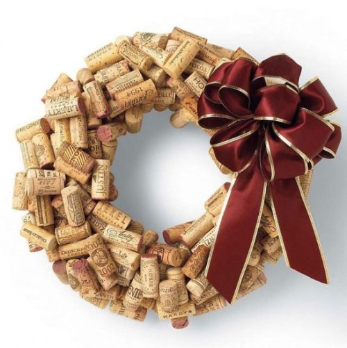 Este artesanato de Natal com material reciclado, que forma uma guirlanda, é muito fácil de ser feito (Foto: Divulgação)