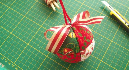 Este artesanato de Natal em patchwork pode até virar uma renda extra no final de ano (Foto: Divulgação)