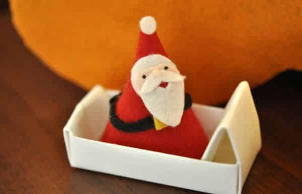 Este artesanato de Natal com crianças é simples e fácil de fazer, além de também muito divertido de ser feito (Foto: Divulgação)