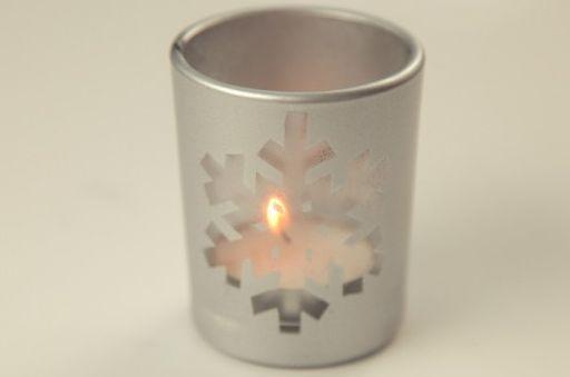 Esta vela decorativa para festas de fim de ano é muito sofisticada, porém muito fácil de ser feita (Foto: Divulgação)