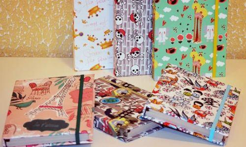 Forrar agenda com tecido é muito fácil e você pode garantir renda extra para o início do ano que vem (Foto: Divulgação)