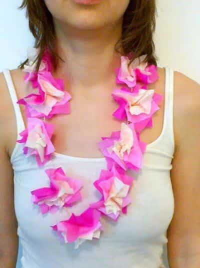 Este colar Havaiana para carnaval é muito fácil de fazer, mas vai garantir aquele toque especial no seu visual durante os dias de folia (Foto: Divulgação)