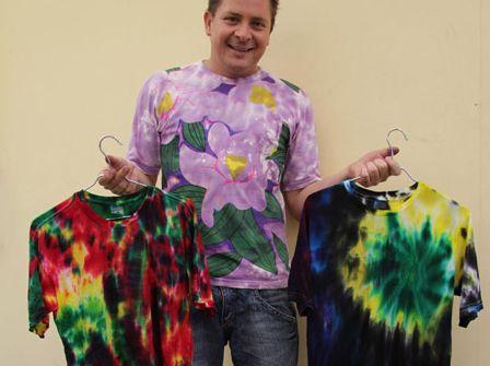 E muito simples decorar sua blusa para o carnaval e com ela você vai arrasar nos dias de folia (Foto: Divulgação)