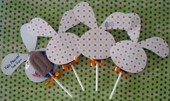 Estas lindas lembrancinhas com pirulitos para Páscoa também podem ser usadas como enfeites de mesa, quando posicionadas várias juntas (Foto: Divulgação)