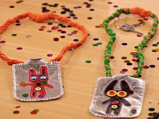 Este cordão porta-celular é ótima opção para este carnaval 2014 (Foto: Divulgação)