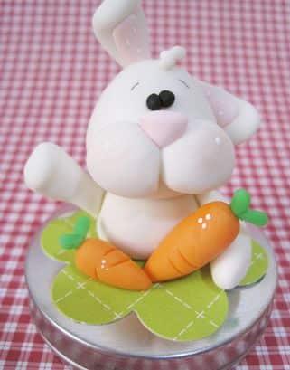 Decore seu lar com este lindo potinho com coelho de biscuit (Foto: Divulgação)