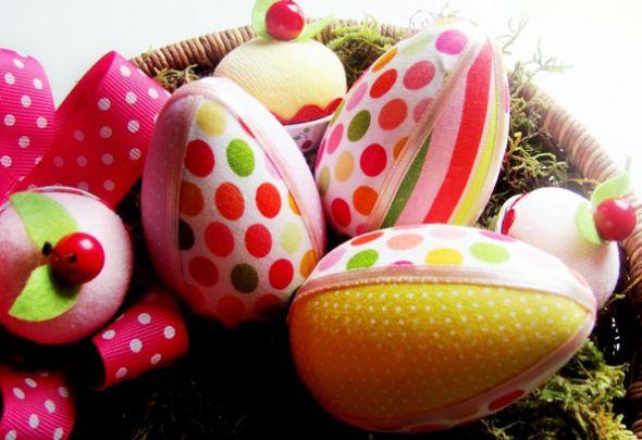Decorar ovo de Páscoa com tecido deixará os cantinhos de sua casa totalmente no clima da Páscoa (Foto: Divulgação)