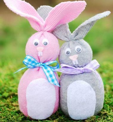 Estes baratos coelhinhos de meia para a Páscoa ficam bem e decoram de forma primorosa qualquer cantinho de sua casa (Foto: Divulgação)
