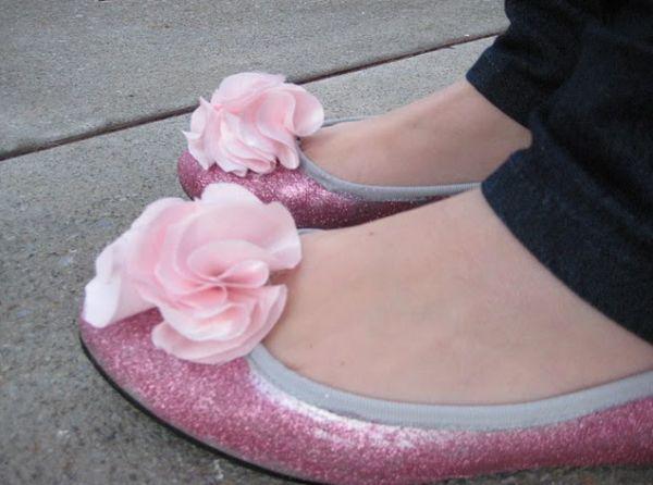 Decorar sapatilhas velhas, para renovar seus looks é muito fácil (Foto: Divulgação)