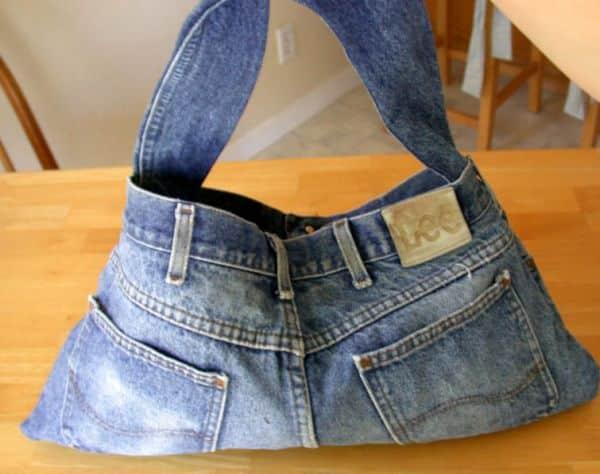 Fazer uma bolsa de calça jeans pode ser mais fácil do que você imagina (Foto: Divulgação)