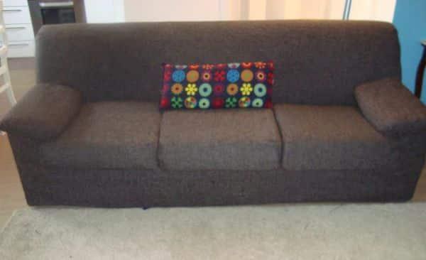 Faça uma capa para sofá e renove não somente o visual de seu sofá como também de todo o décor de sua sala (Foto: casadefifia.blogspot.com.br)