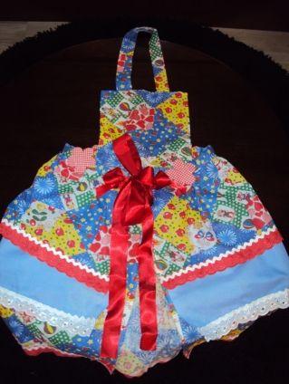 Não parece, mas este vestido para festa junina é todo montado com cola e não com costura (Foto: Divulgação)