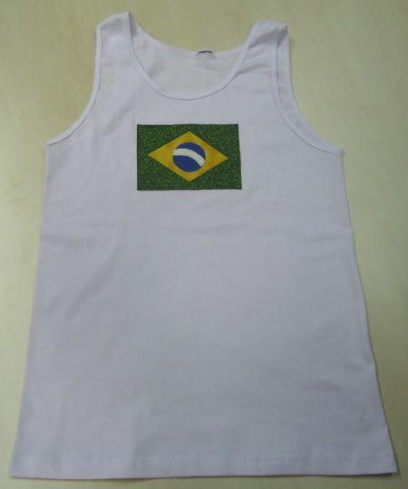Personalizar uma camisa do Brasil é uma ótima ideia para torcer com mais estilo para a seleção brasileira (Foto: Divulgação)