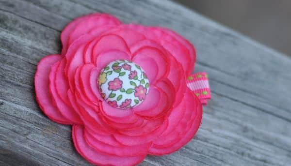 Este botão encapado com flor pode ser aplicado em qualquer lugar que você desejar (Foto: getcreativejuice.com)