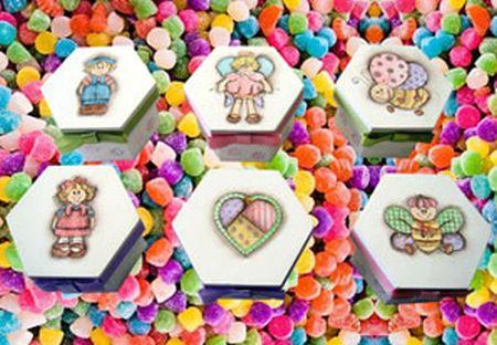 Esta caixinha de lembrancinha pode acomodar ao item que você quiser (Foto: horadearte.com.br)