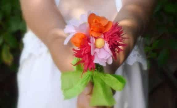 Esta flor de papel crepom pode ser usada para várias decorações (Foto: catchmyparty.com)