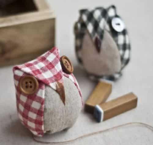 Esta coruja de tecido é ótima opção para enfeitar a sua casa, além de fazer a alegria das suas crianças (Foto: mydiychat.com)