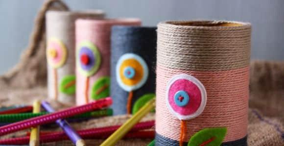 Com este porta-caneta de rolo de papel toalha a sua escrivaninha vai ficar muito mais bonita e organizada (Foto: craftpassion.com)