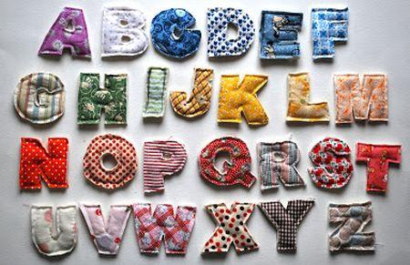 Você pode fixar estas letras de pelúcia onde você quiser e sempre com resultados incríveis (Foto: chezbeeperbebe.blogspot.com.br)