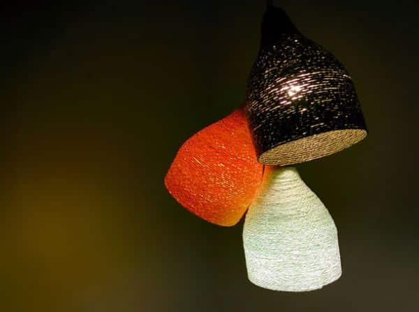 Elogios não faltarão com esta luminária com garrafa pet (Foto: goodshomedesign.com)