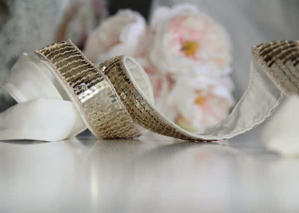 Com este cinto de lantejoulas todos os seus looks vão ganhar fôlego novo (Foto: kristinaclemens.blogspot.com.br)