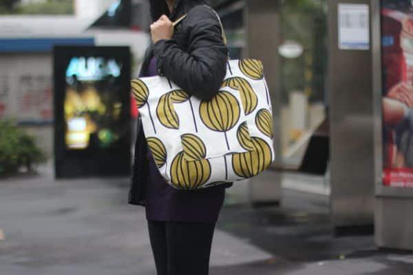 Fazer esta shopping bag pode ser também uma fonte de renda extra para você que está com o orçamento apertado (Foto: minhasinger.com.br)
