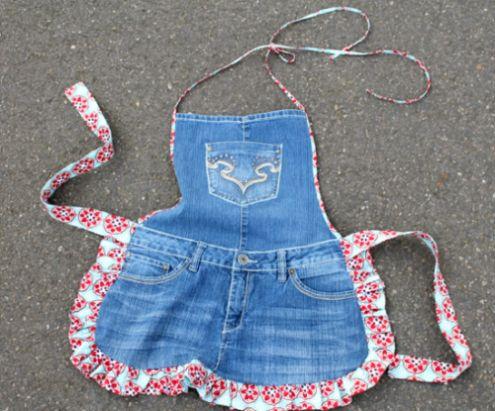 Este avental com short jeans velho é lindo e não requer muita experiência com costura (Foto: creativegreenliving.com)