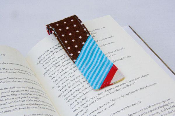 Este marca páginas de tecido é muito charmoso e vai deixar a sua leitura muito mais prazerosa (Foto: thesoutherninstitute.com)