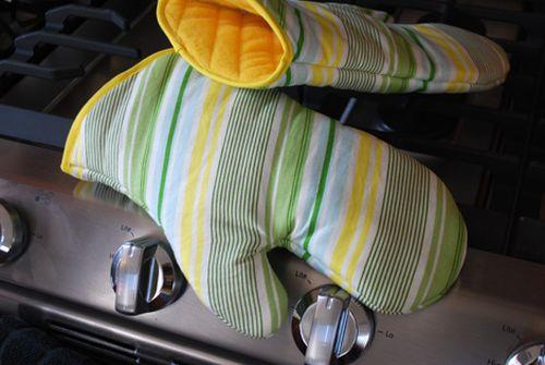 É muito fácil fazer este pegador de panela e ele deixará a sua cozinha mais alegre (Foto: merrimentdesign.com)