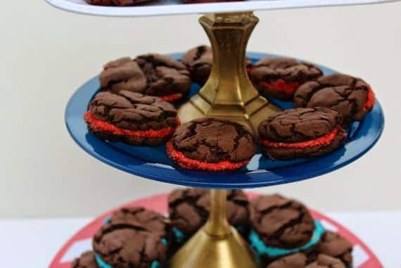 Este suporte para cupcake pode também ser usado como peça de decoração para a sua cozinha (Foto: creativegreenliving.com)