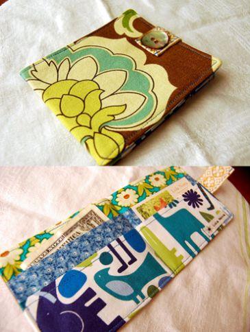 Esta linda carteira de tecido é garantia de sucesso em qualquer lugar (Foto: lolanovablog.blogspot.com.br)