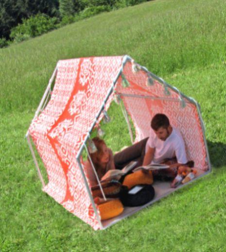 Com esta tenda de tecido e cano as brincadeiras em sua casa ficarão ainda mais divertidas (Foto: sew4home.com)
