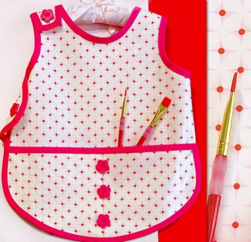 Avental infantil para pintura vai proteger muito mais as roupinhas de suas crianças (Foto: webchiem.com)