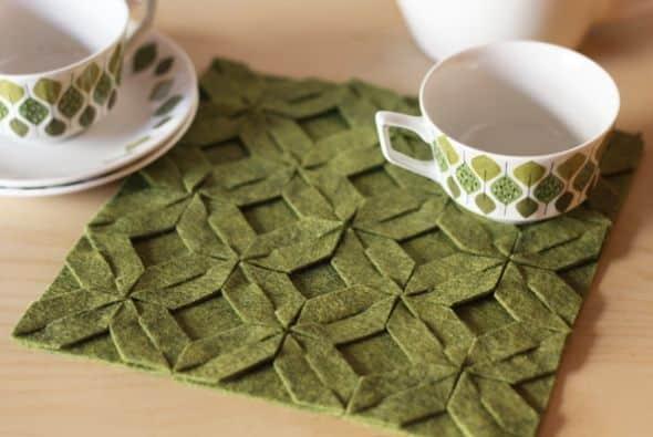 Faça um paninho de feltro e decore qualquer cantinho de sua casa (Foto: howaboutorange.blogspot.com.br)